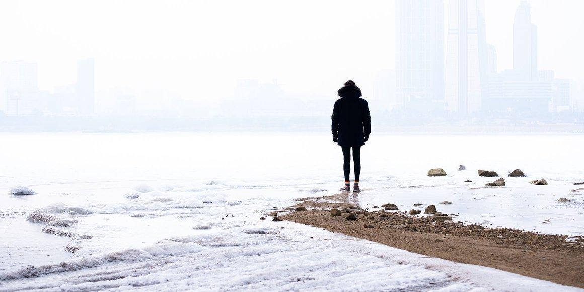 Как побороть сезонную зимнюю депрессию: светотерапия, тяжелое одеяло и грустные песни | Цех